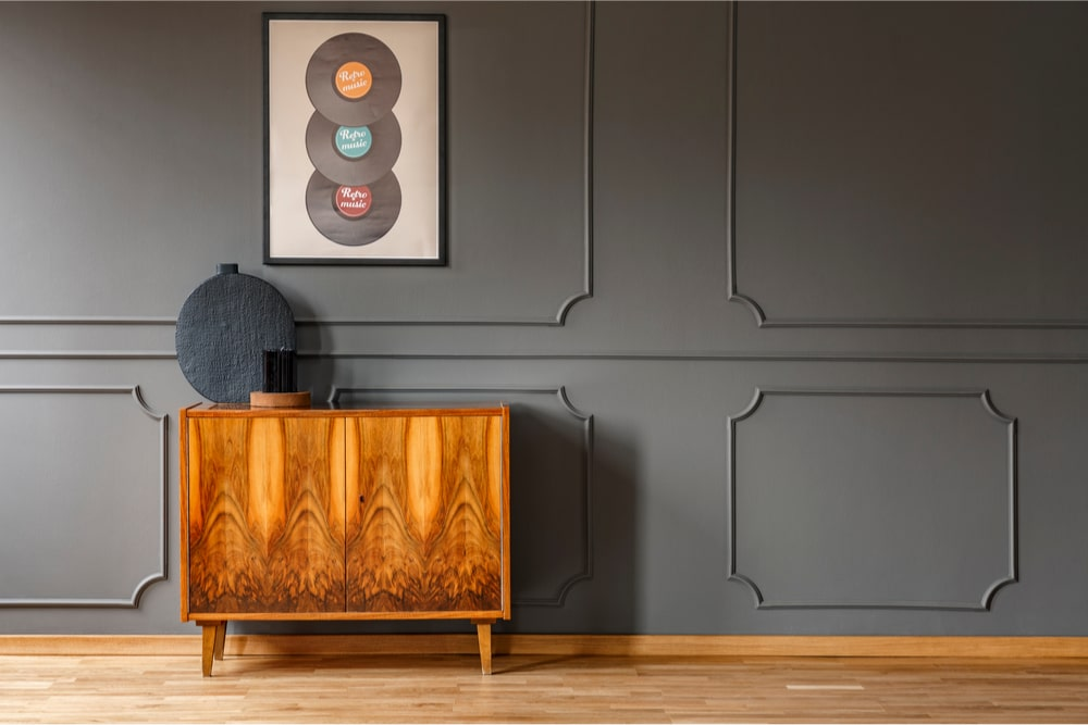 Wall with wainscoting