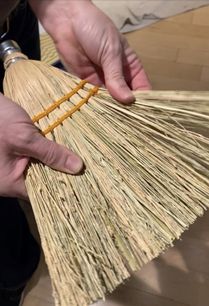 Broom Fan